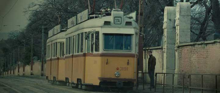 Az adósság - Fiumei út villamos -  Kelet-Berlin a filmben.jpg