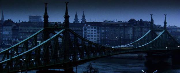 spy game villamos a szabadsag hídon.png