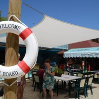 Balatoni randevú tipp: csendes-strandolós-borozgatós