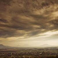 Gyülekező sötét felhők Középfölde felett