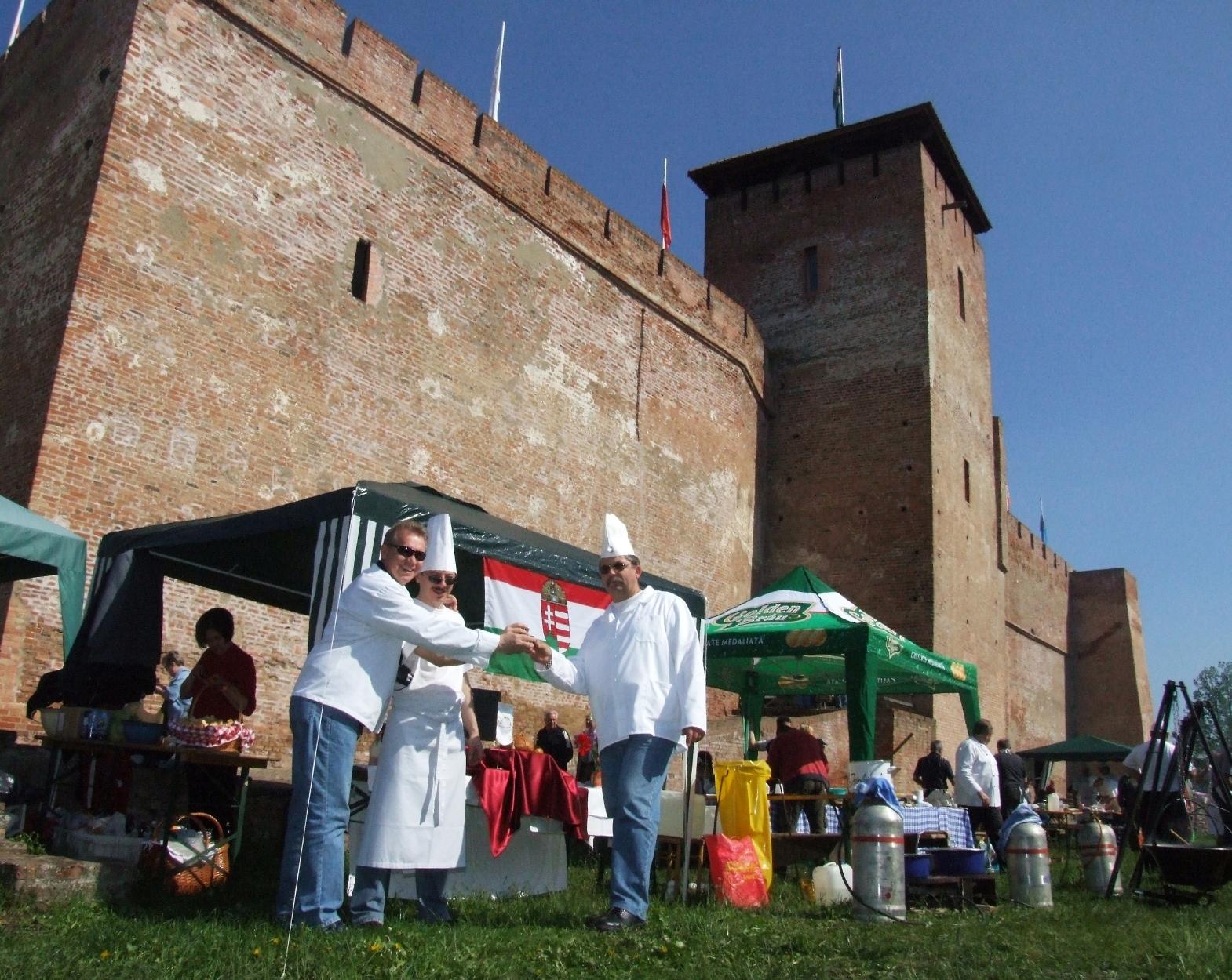 Gyulai_Pálinkafesztivál Főzzük körbe a várat verseny.jpg