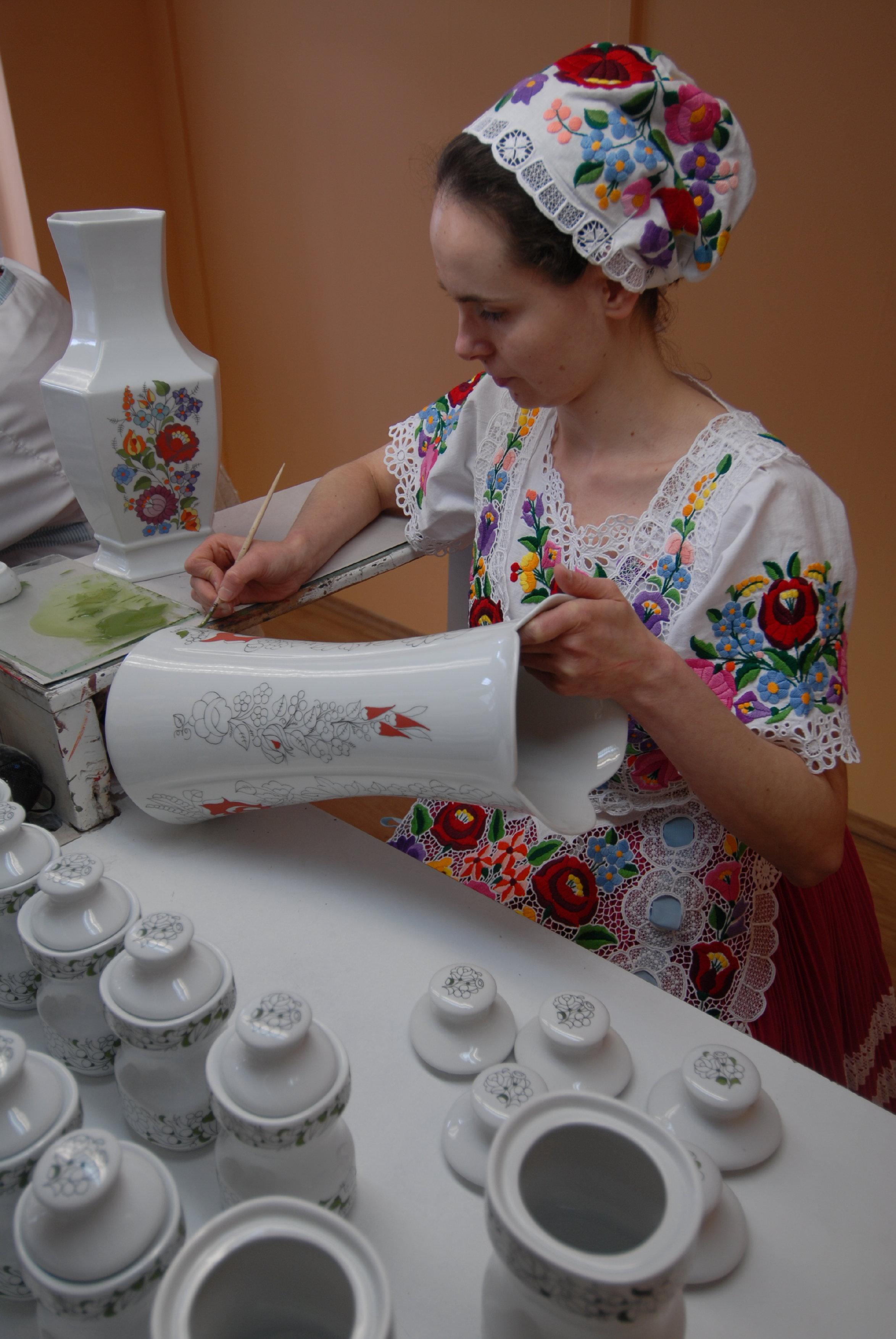 Kalocsai porcelánfestés MTZrt..jpg