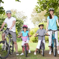 Ingyenes családi kerékpártúra és bringagyár látogatás Esztergomban