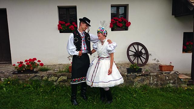 5bf02d5fa7 Hegyi sportok és a hollókői dress code - Itthon Észak-Magyarországon