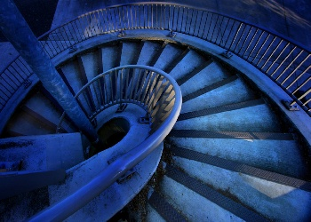 DESCENDING_STAIRCASE_Wallpaper_i29ry.jpg