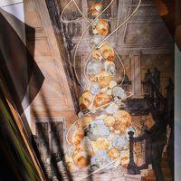 Designerek öltöztetik a karácsonyfákat Londonban