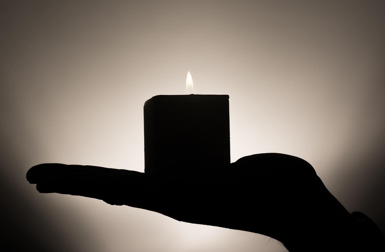 candle-335965_1280.jpg