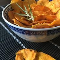 Rozmaringos, chilis, fűszeres édesburgonya chips