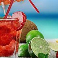 Látványos és egészséges: limonádé gyümölcsdarabokkal és steviával