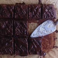 A spontán sütés öröme – vörös áfonyás kakaós kocka