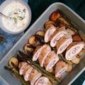 Fetás-sonkás csirkemell tekercs sült spárgával és újkrumplival