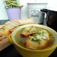 Francia hagymaleves brie sajtos pirítóssal