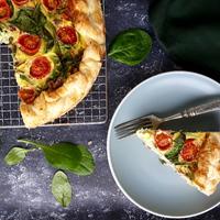Tavaszi sonkás-zöldséges quiche