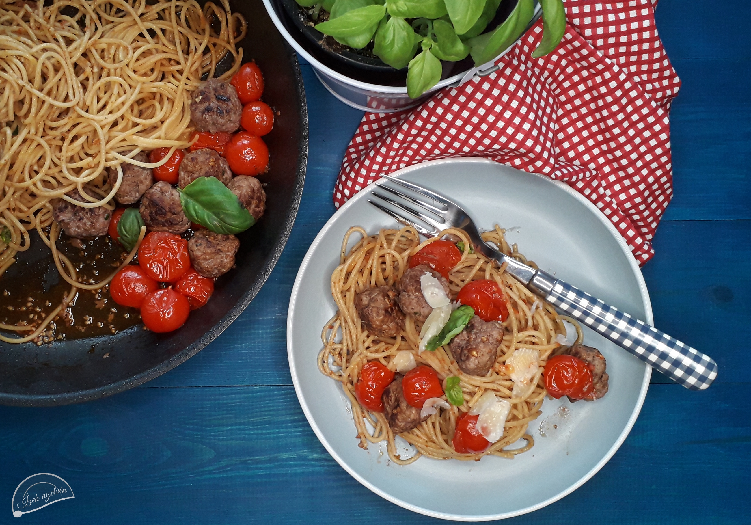 spagetti_paradicsomos_husgomboccal5.jpg