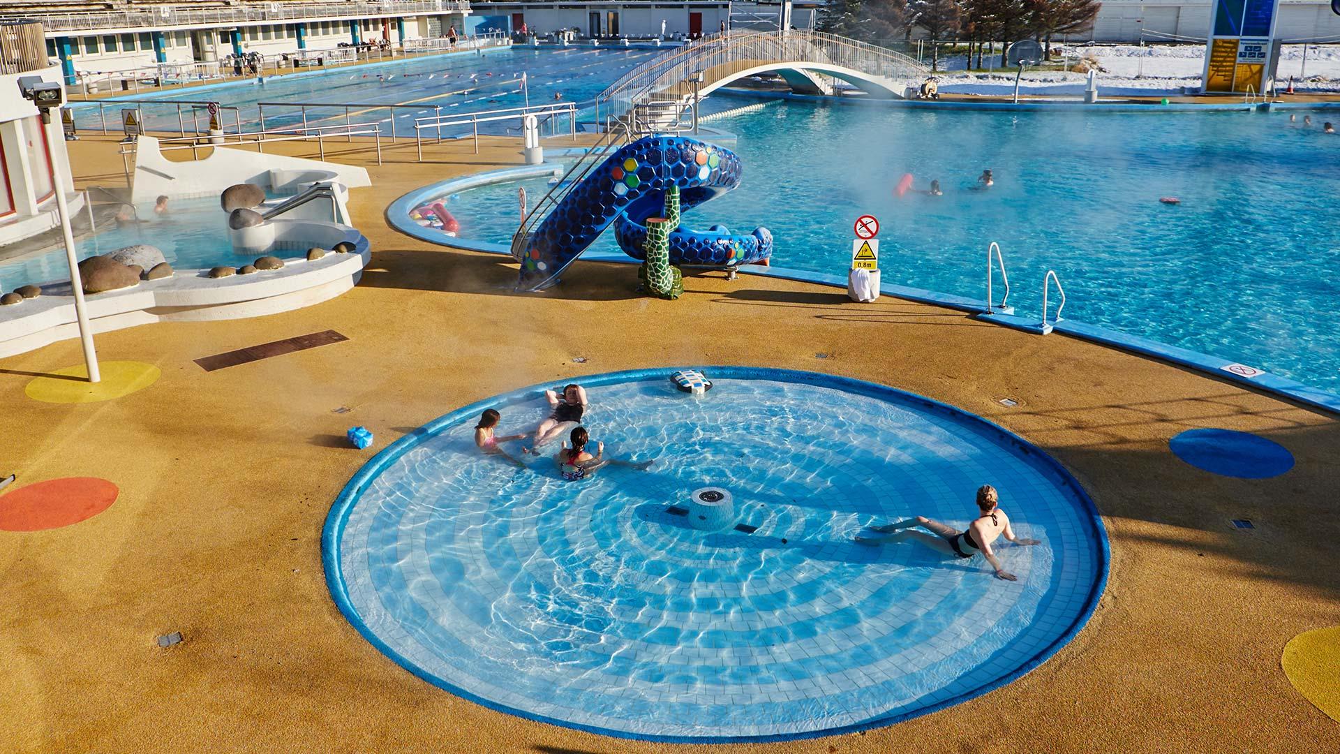 laugardalslaug_swimming_pool_reykjavik_summer.jpg