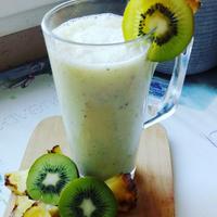 Ananászos kivi smoothie