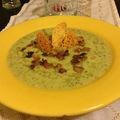 Bazsalikomos kovászos uborka leves
