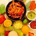Csirke fajitas guacamoléval és paradicsom salsával
