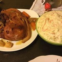 Bőrös malaccomb, coselaw salátával