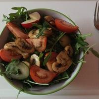 Villámgyors gombás saláta balzsamecettel