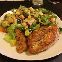 Natúr csirkemell vegyes salátával