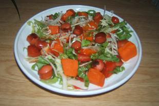 Sütőtökös - virslis saláta
