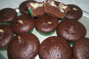 Vanília pudinggal töltött csokis muffin