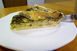 Zöldséges quiche kék-penészes és mozzarella sajttal