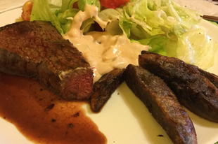 Marha steak lila krumplival, friss salátával