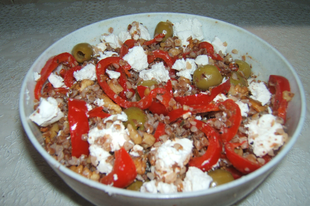 Sült paprikás hajdina dióval, fetával, olívabogyóval