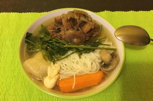 Csontleves rizstésztával
