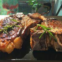 T-Bone steak, édesburgonya-pürével, zöldborsmártással | Amcsi Kaják #1