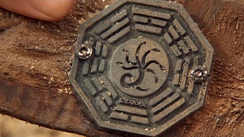 Dharma logó az ősi Tunéziai jegesmedve nyakörvén
