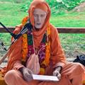 Ha hallunk Kṛṣṇáról, akkor szeretni fogjuk hallani a Nevét