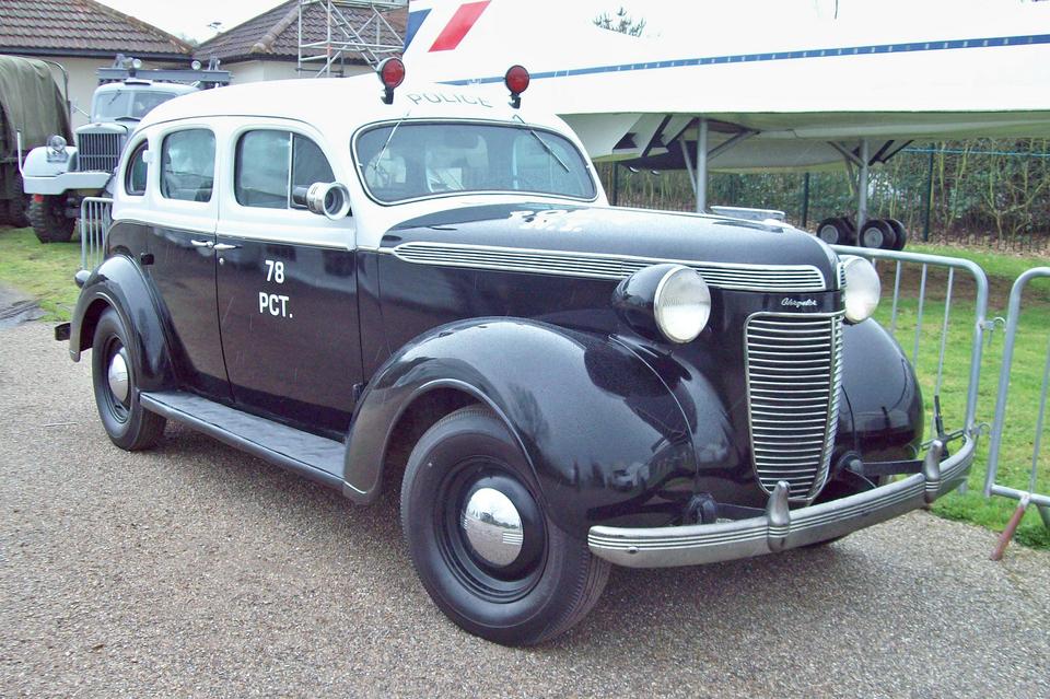 1937_chrysler_royal_6_c16_police_car.jpg