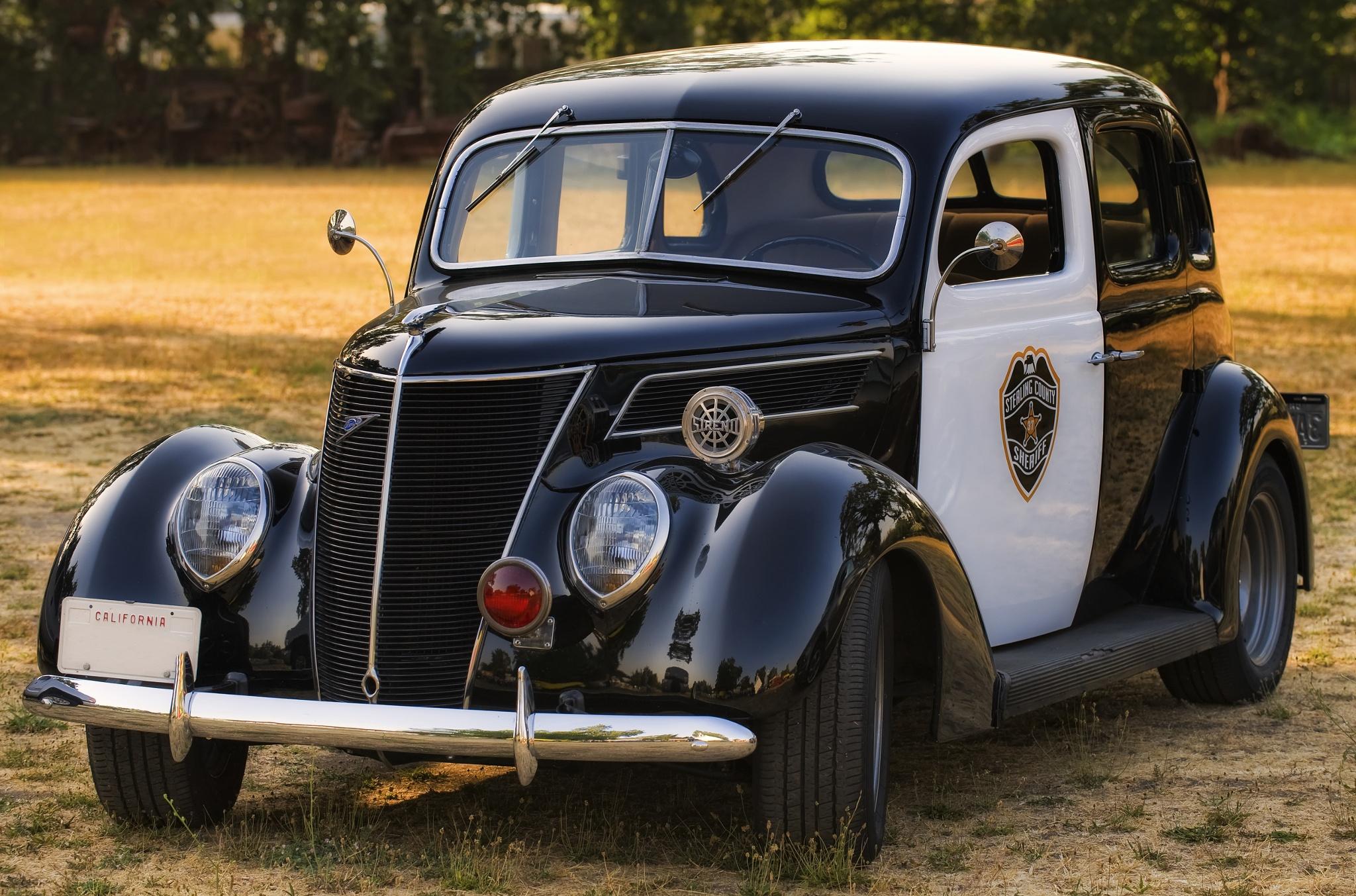 1937_ford_v8_police_car.jpg