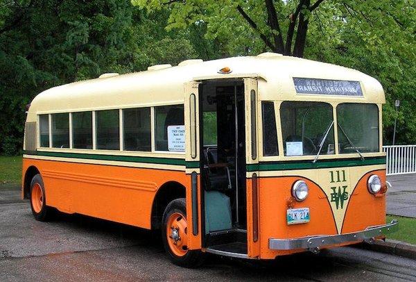 1937_twin_coach_bus_1.jpg