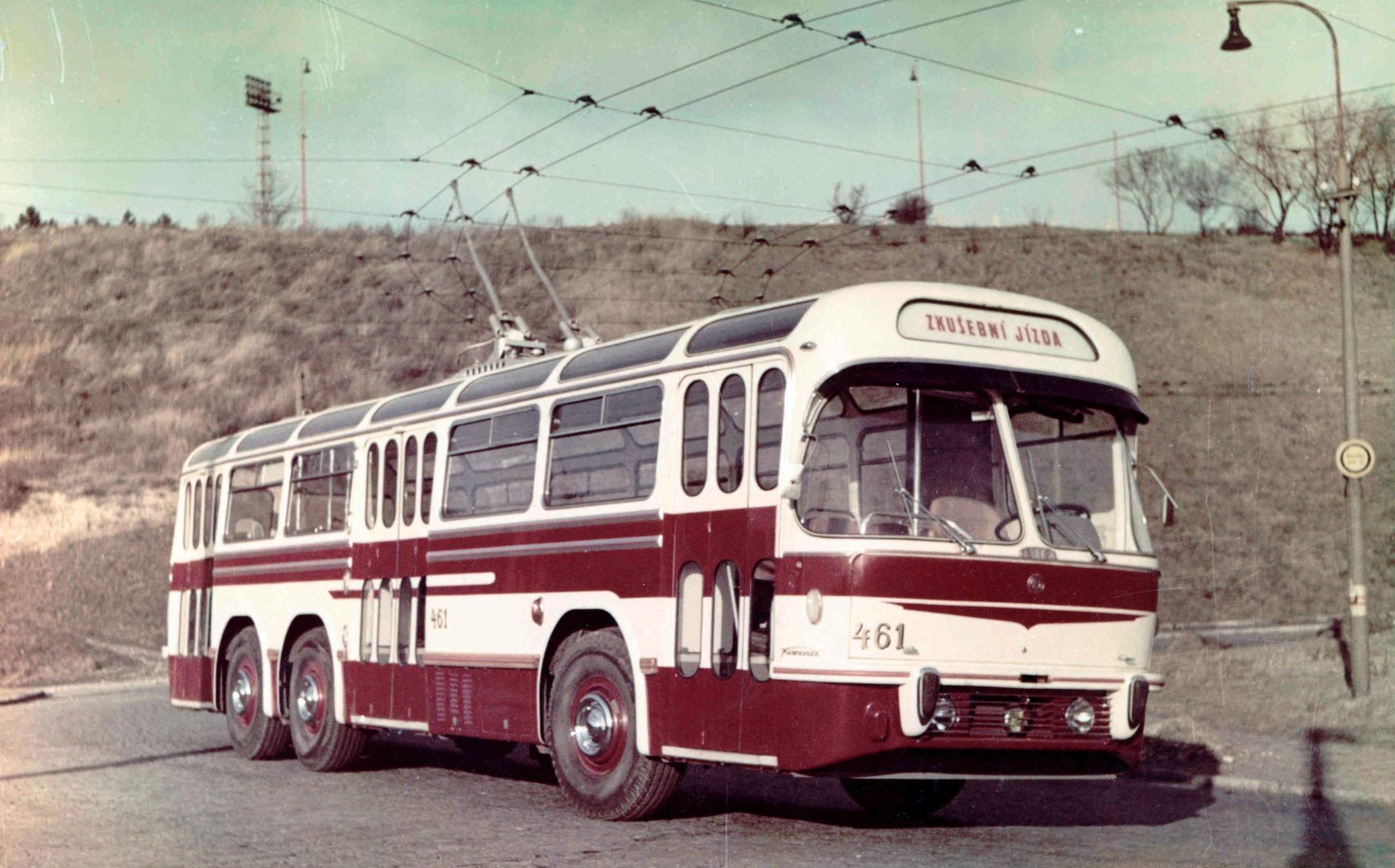 1958-ckd-tatra-karosa-t-401.jpg