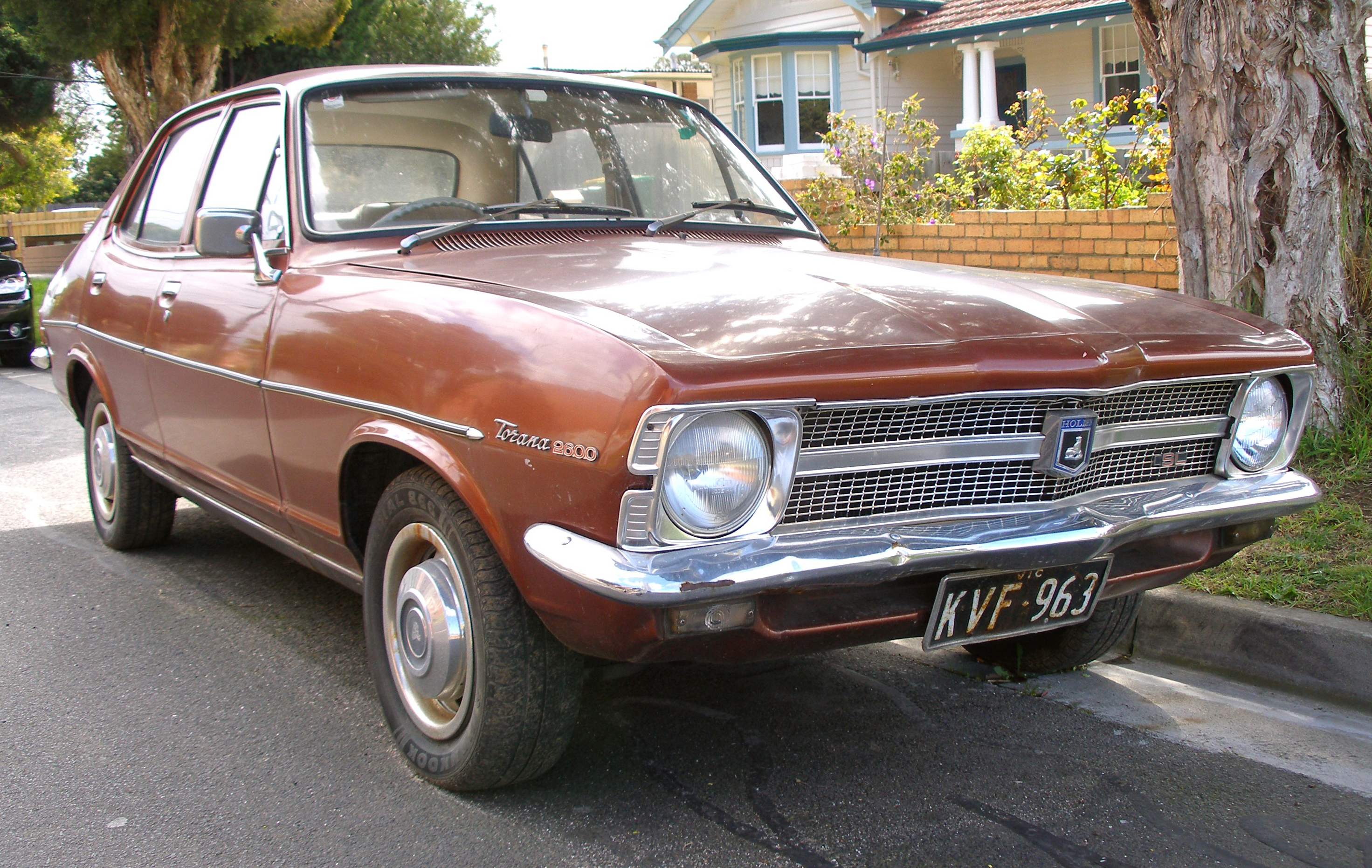 1969-1972_holden_lc_torana_sedan.jpg