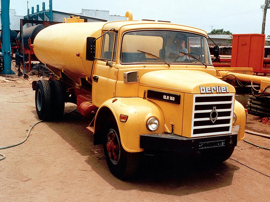 1974-berliet_glr_160_tanker.jpg
