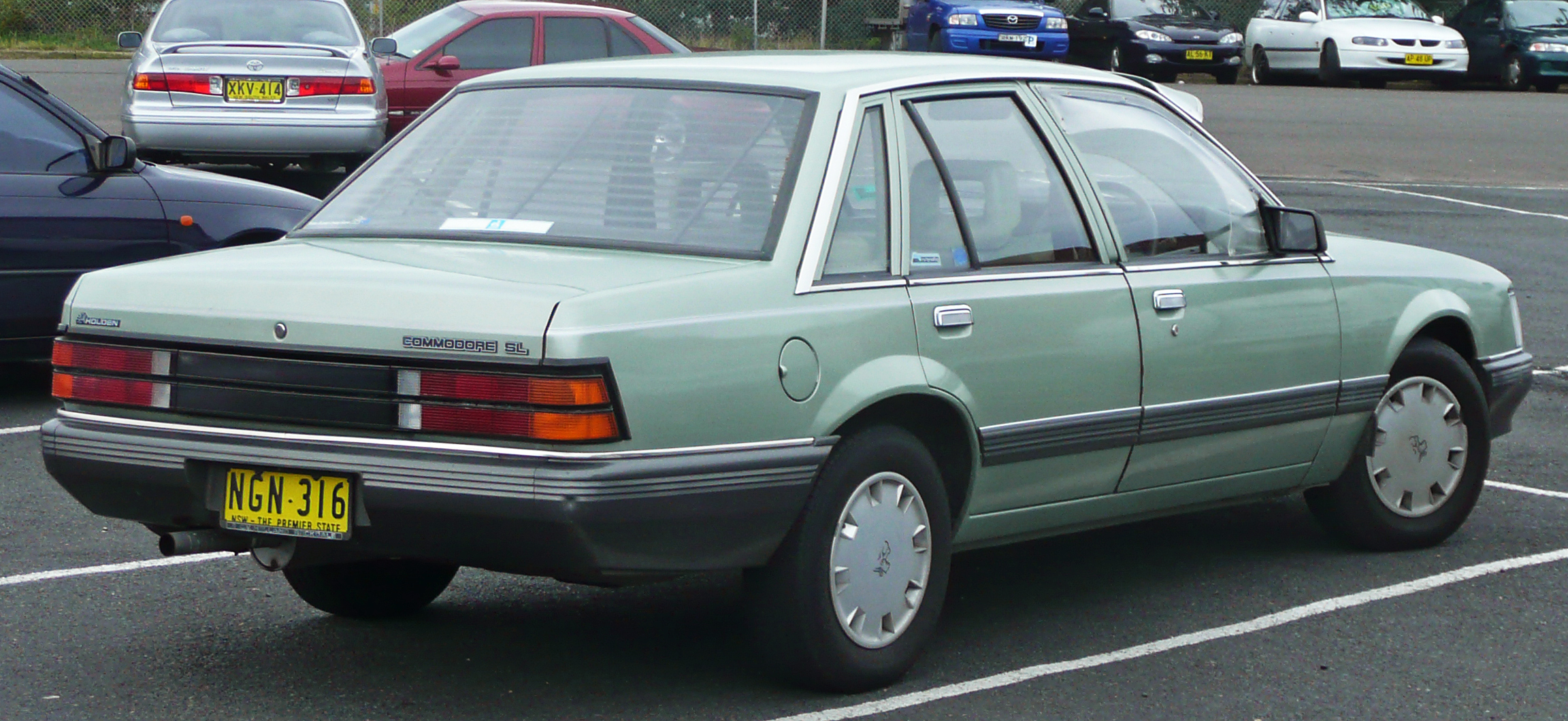 1984-1986_holden_vk_commodore_sl.jpg