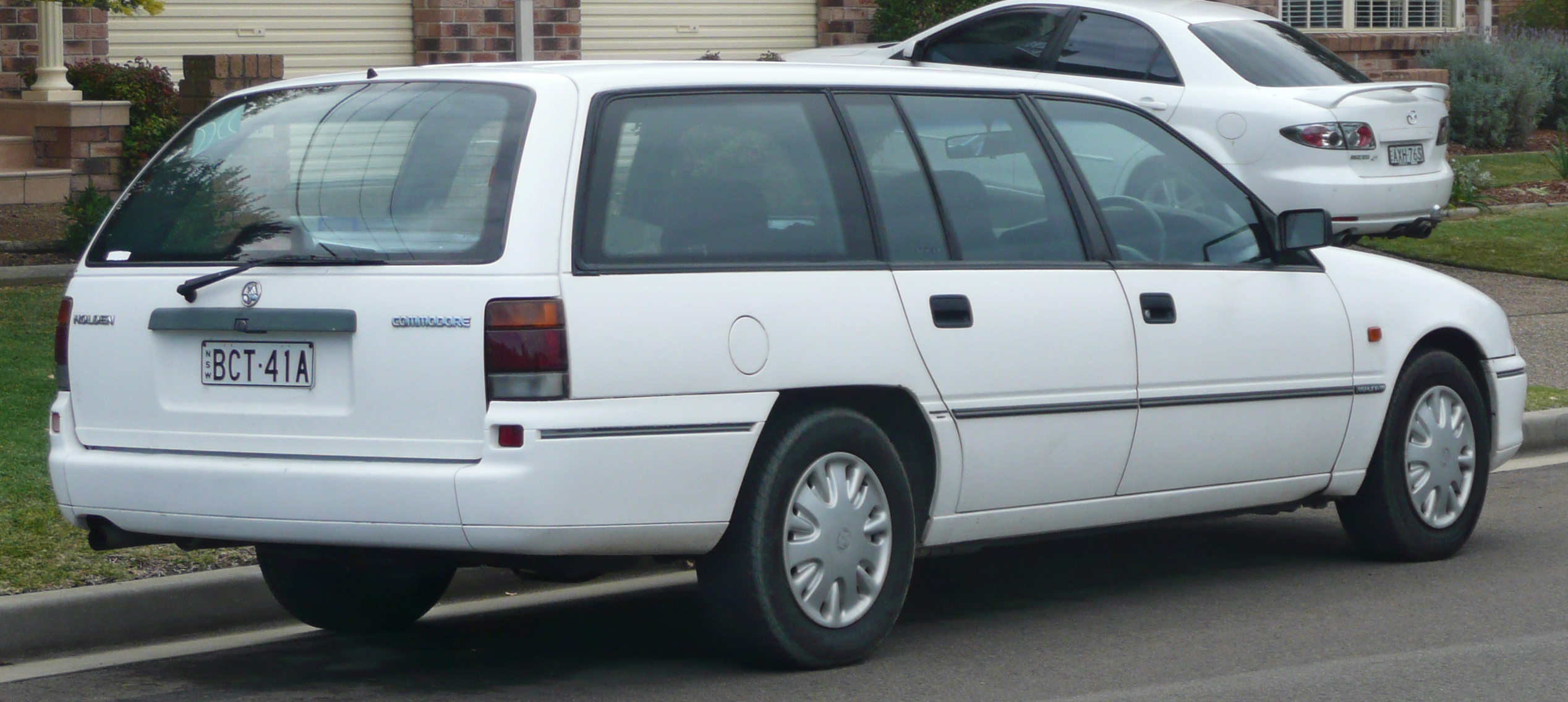 1995-1996_holden_vs_commodore_executive_station_wagon.jpg