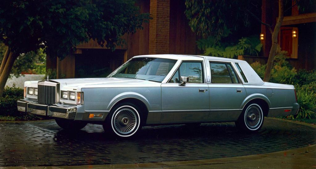 _lincoln_town_car_1985_89.jpg