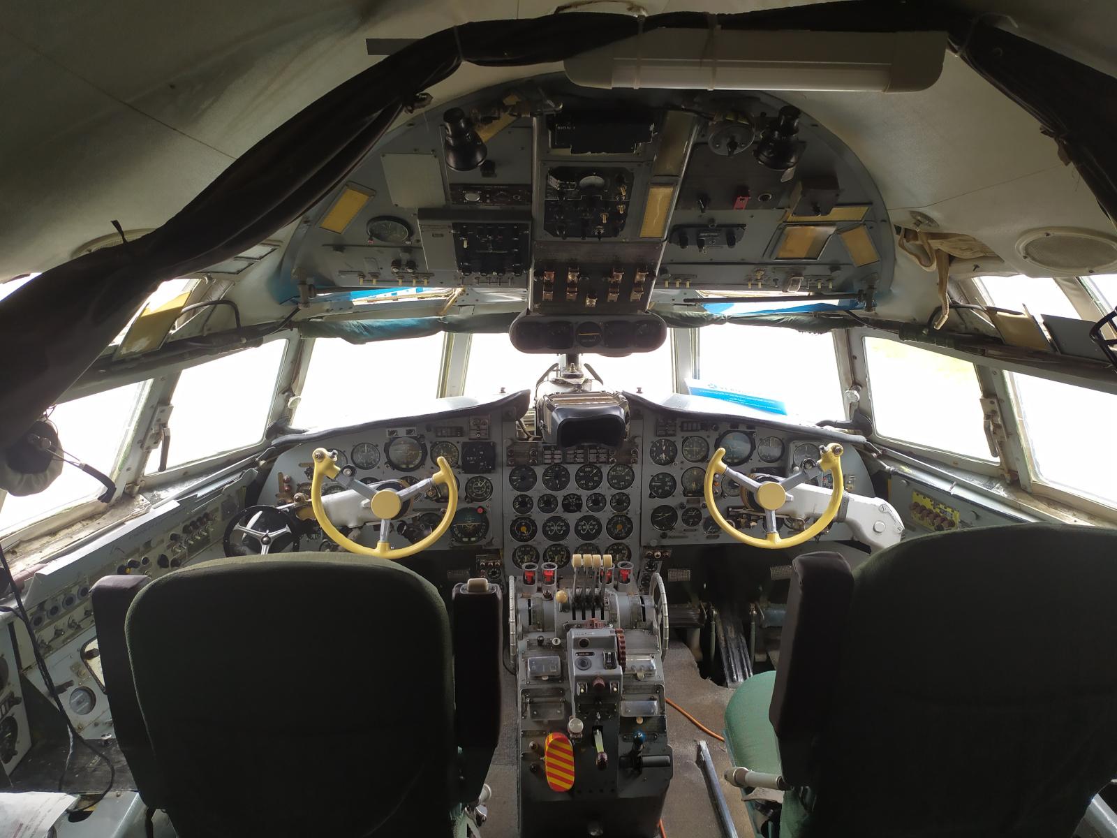 aeropark_il-18v-3.jpg