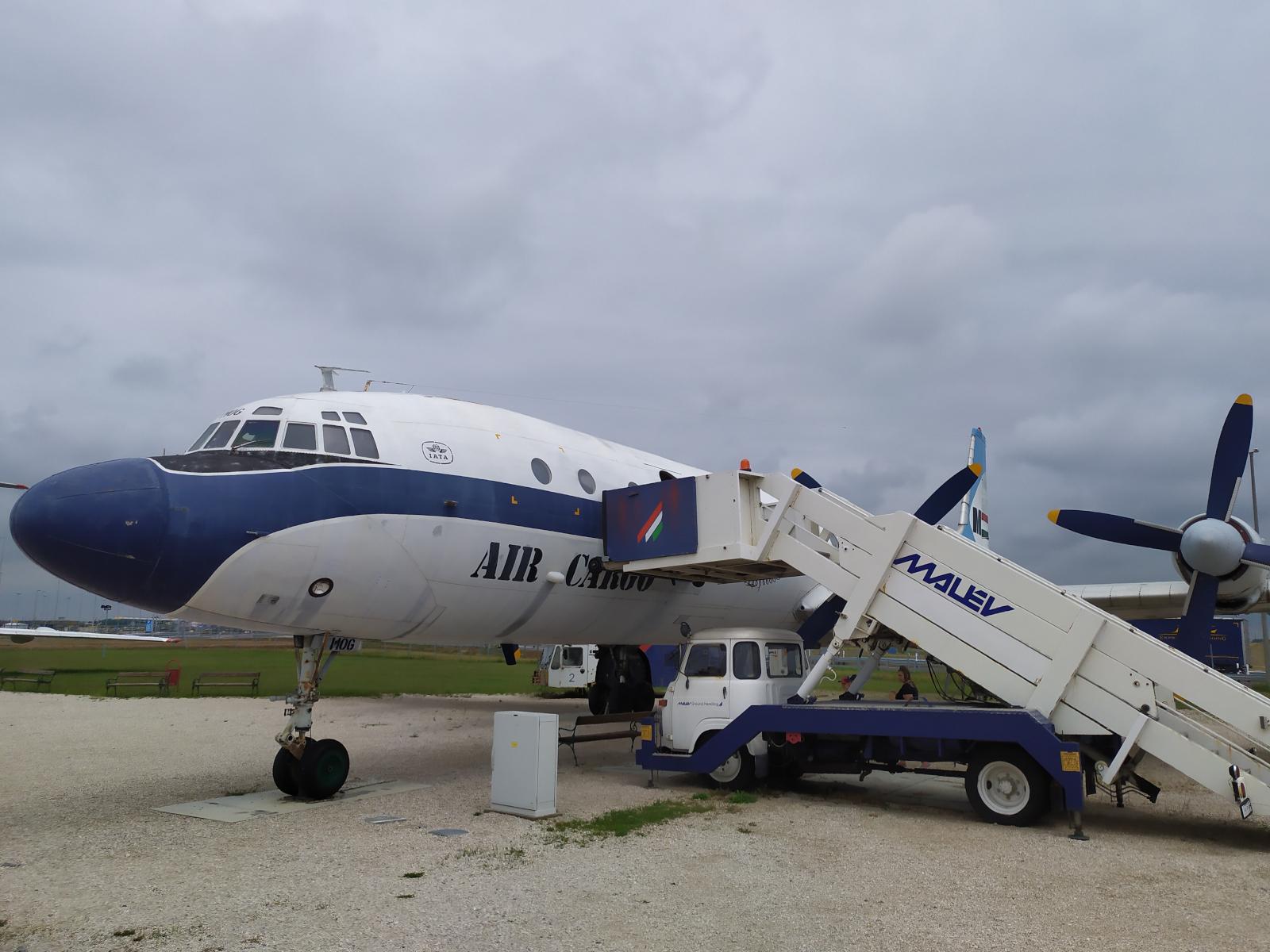 aeropark_il-18v-cargo.jpg