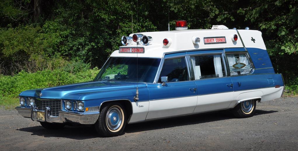 cadillac_superior_54_ambulance_z90-z_1972_i.jpg