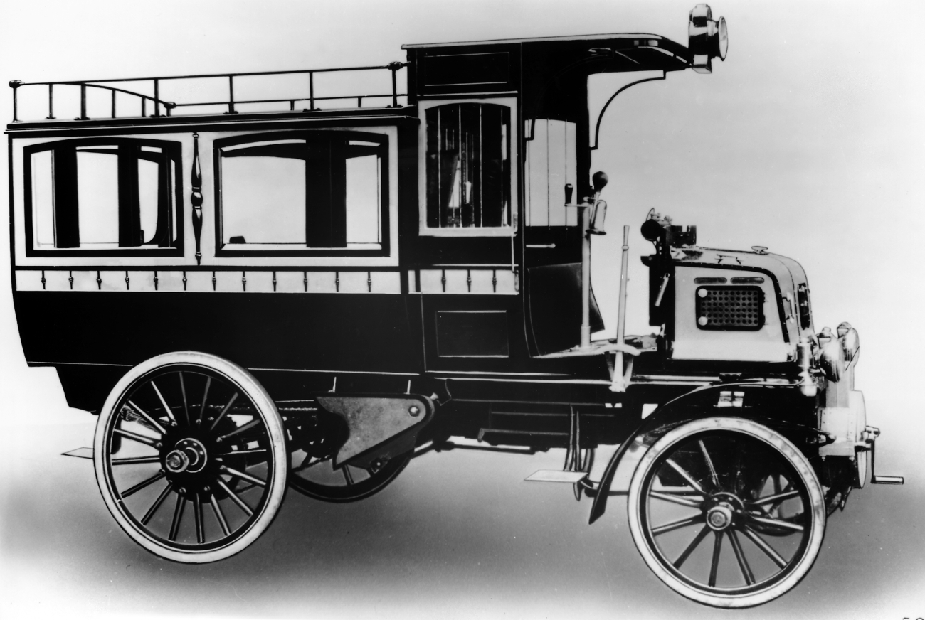 daimler_bus_of_1900.jpg