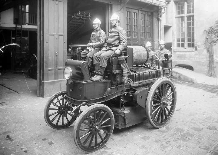 elektromos_tuzolto-parizs-1900.jpg