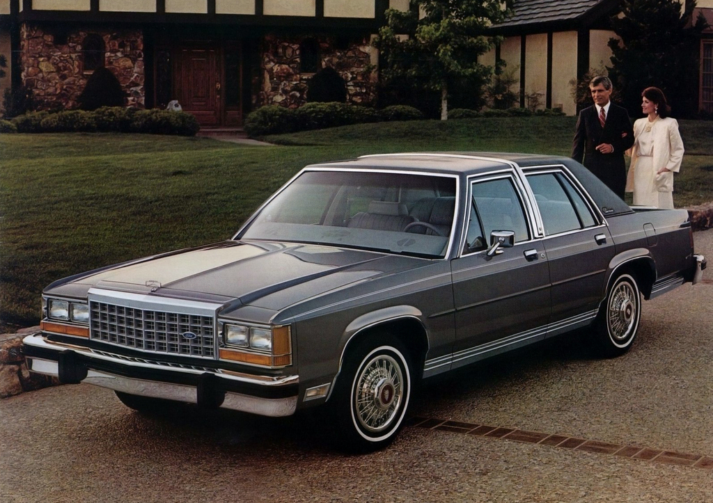 ford_ltd_crown_victoria_1983_87.jpg