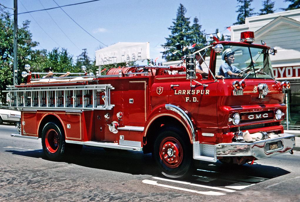 gmc_l-series_firetruck_1967.jpg